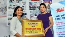 Lãnh sự Đỗ Thị Kim Liên trao học bổng cho sinh viên nghèo