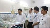 Thứ trưởng Bộ Y tế kiểm tra công tác khám chữa bệnh tại Bệnh viện Xanh pôn