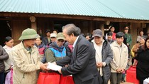 Phó Thủ tướng Thường trực Chính phủ chúc Tết nhân dân vùng lũ tỉnh Hòa Bình