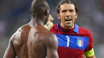 Cả gan cà khịa với Buffon, Balotelli bị mắng té tát
