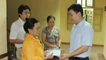Quỹ Tấm lòng Việt Nam trao tiền giúp nạn nhân vụ nổ khí gas