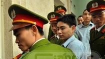 Ghê sợ hình ảnh Lê Văn Luyện tươi cười tại phiên tòa sơ thẩm