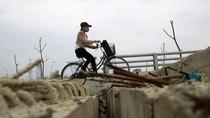 Chùm ảnh: Rợn người đi qua các cầu vượt dang dở trên Đại lộ Thăng Long