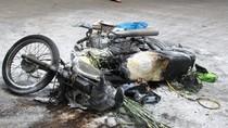 Xe máy bốc cháy dữ dội khi đang lưu thông trên đường