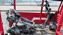 Xe máy phát hỏa, trơ khung sắt trên cầu