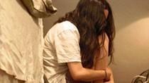 Bịt mặt gạ quan hệ tình dục không được, cưỡng bức thiếu nữ bằng ớt cay