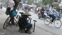 Bức ảnh ông lão vá xe bên đường và những 'trăn trở trong cuộc sống'