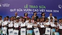 """Gần 77.000 ly sữa từ Quỹ sữa """"Vươn cao Việt Nam"""" đến Bến Tre"""