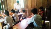 Lớp học chỉ có 10 học sinh giữa đại ngàn Trường Sơn