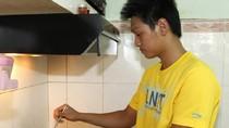 Tặng mẹ HCV SEA Games, siêu kình ngư vào bếp... rán trứng