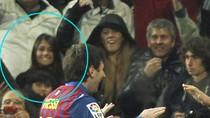 Messi hẹn hò bạn gái ngay trong trận 'siêu kinh điển'