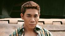 Nghe bài hát 'Hát trên phố dài' - Phạm Văn Mách