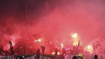 Đốt, ném pháo sáng tràn lan trong thảm họa sân cỏ Ai Cập