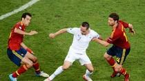 Tóm lược trận Tây Ban Nha 2 - 0 Pháp bằng thơ của Tú Anh