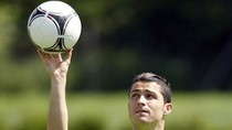 Thơ dự đoán bán kết EURO: Ronaldo 'nghiền nát' Tây Ban Nha