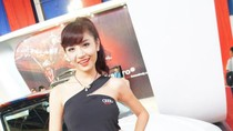 Á hậu Phan Hương Giang ngọt ngào bên xe Audi A8L