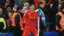 Luis Suarez 'tẽn tò' sau khi ghi bàn vào lưới Chelsea