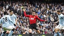 Góc ảnh: Van Persie ghi 'bàn thắng vàng', Ferdinand máu chảy đầm đìa