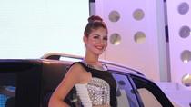 Người mẫu teen Andrea khoe nụ cười tỏa nắng ở triển lãm xe hơi Việt