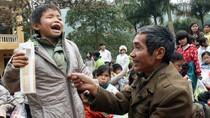 Vinh Tiền: Cha cõng con mù đi tìm chữ