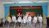 Báo GDVN trao tặng xe đạp tới học sinh mồ côi huyện Vĩnh Tường