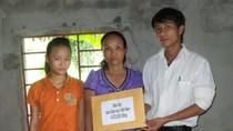 Hơn 4,5 triệu đồng bạn đọc ủng hộ đã đến tay chị Võ Thị Hoa