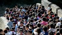 Dân Trung Quốc chen nhau đi chơi Vạn Lý Trường Thành