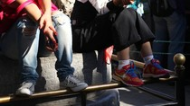 Nhiều người Trung Quốc xâm hại di tích trong kỳ nghỉ lễ