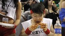 Chàng trai Nhật ăn hết 337 chiếc cánh gà trong vòng 30 phút