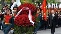 Tổng thống Nga Putin dâng hoa tưởng niệm liệt sĩ trước ngày 9/5