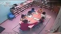 Bắt quả tang cô giáo tát trẻ 120 lần trong 30 phút