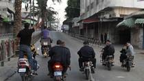 Dùng xe máy kéo lê thi thể một người nghi là điệp viên trên phố