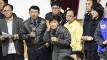 Những hình ảnh cảm động rớt nước mắt từ vụ chìm phà Hàn Quốc