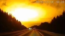 Video: Quả cầu lửa bí ẩn bùng nổ trên bầu trời Nga