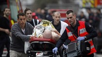 Nghi phạm nhỏ tuổi nhất tham gia vụ xả súng ở Pháp nộp mình cho cảnh sát