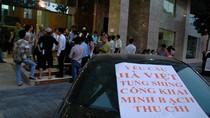 Nối bước Keangnam, cư dân Golden Westlake dùng ô tô phản đối phí khủng