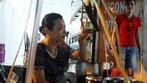Quán ốc nóng bán bằng ký hiệu đông nghịt khách giữa Hà Nội