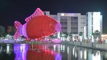 Cận cảnh lồng đèn cá chép lớn nhất Việt Nam tại Times City