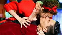 Diễn viên lộ ngực Ngân Khánh hôn bạn nhảy say đắm trên sân khấu