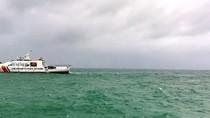 Tàu cảnh sát biển 8002 lao vào tâm bão cứu tàu cá gặp nạn