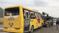 Lật xe khách chở công nhân về Tết, hai người chết, 11 người bị thương
