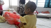 Vụ bé 5 tuổi bị bỏ rơi: Họ không xứng đáng được làm cha mẹ