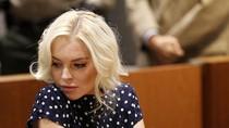 Lindsay Lohan tối vào tù sáng sớm được thả