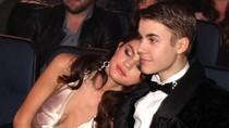 Giải thưởng Âm nhạc Mỹ: Selena Gomez... mắt lim dim