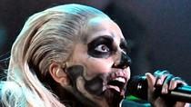 Lady Gaga hóa trang thành quỷ