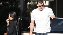 Lộ ảnh chồng Kim Kardashian dẫn gái về nhà