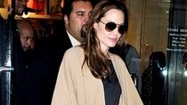 Jolie tặng con gái nuôi một tủ quần áo