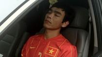 Tước băng đội trưởng trung vệ Huy Hoàng sau nghi án 'phê thuốc'