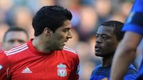 Đại chiến Liverpool - M.U: Suarez và Evra bị cưỡng chế bắt tay