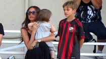 Công chúa 14 tháng tuổi nhà Beckham tập chơi bóng